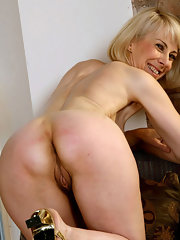 georgeous amateur blonde naked mature