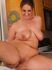 xxx-beautiful-busty-nude-housewives-sex