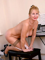 Nude photo mom anty