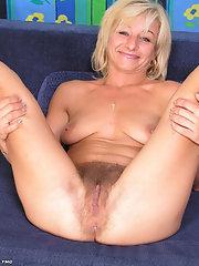 pussy Amateur spread mature blonde
