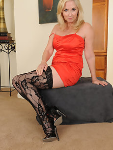 Exotic housewife exposes all of her intimate parts - 4 1